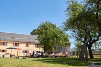 Gartenmöbel und Bierzeltgarnituren